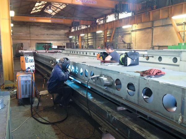 Stahlträger Schweißen in Zwangslage mit REHM FOCUS.PULS Impuls Technologie