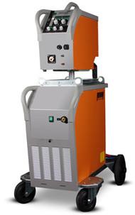 Impuls Schweißgerät MEGA.PULS FOCUS mit 230 Ampere in luftgekühlter Ausführung mit Drahtvorschubkoffer und Bedienungseinheit oben