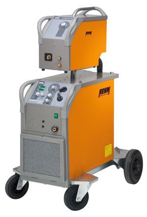 MIG/MAG-Schweißgerät SYNERGIC.PRO² mit 250 bis 450 Ampere und REHM POWER.ARC Technologie